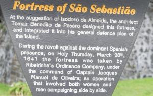 Festung in Angra do Heroismo mit Innenhof und Ausblicken in die Stadt auf Terceira