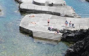Santa Cruz beim Naruschwimmbecken , Flores
