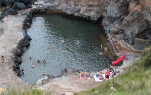 Topo, Leuchturm und Naturschwimmbad auf Sao Jorge